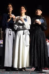 A Prozorov lányok (Varga Klári, Szakács Hajnalka, Sárközi-Nagy Ilona)