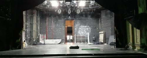 Cs. Sz. a bezárt színház falai közül üzent