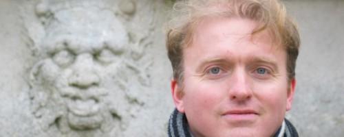 A gyertyaláng, a törékeny kincs – interjú Lackfi Jánossal
