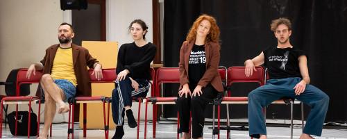 Hétköznapi helyzetek, egyéni és társas kérdések a kortárs tánc nyelvén
